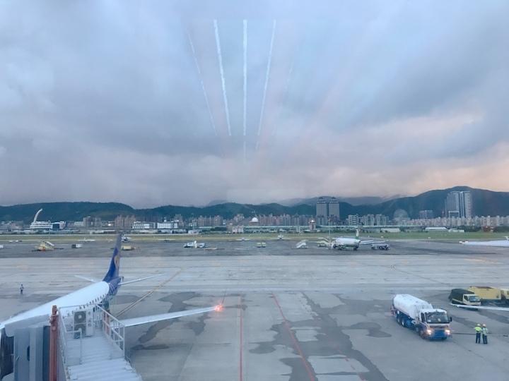 親子|松山機場觀景臺 讓我們來去看飛機